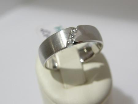 """Fehér arany karikagyűrű 3 kis kővel  """"ÖRÖKKÉ"""""""